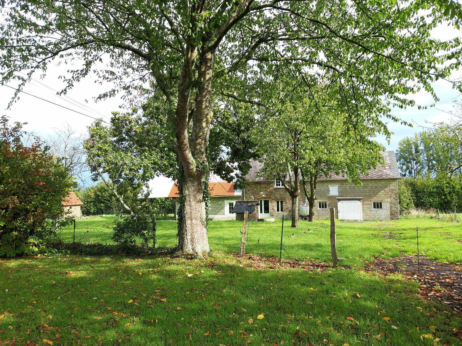 Vends 25mn du Mt St-Michel, maison 101m², 7000m² terrain - 4chambres