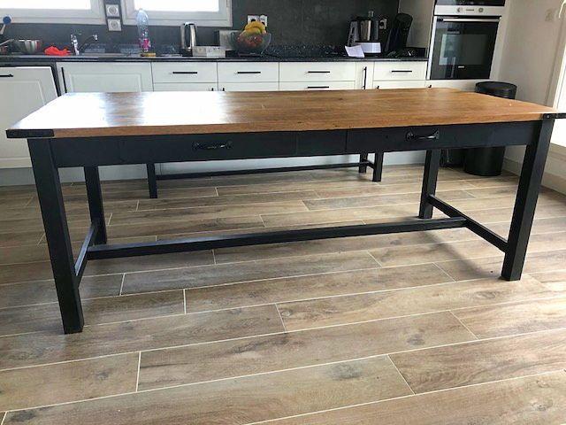 Vends Neuve Grande Table à manger bois et métal
