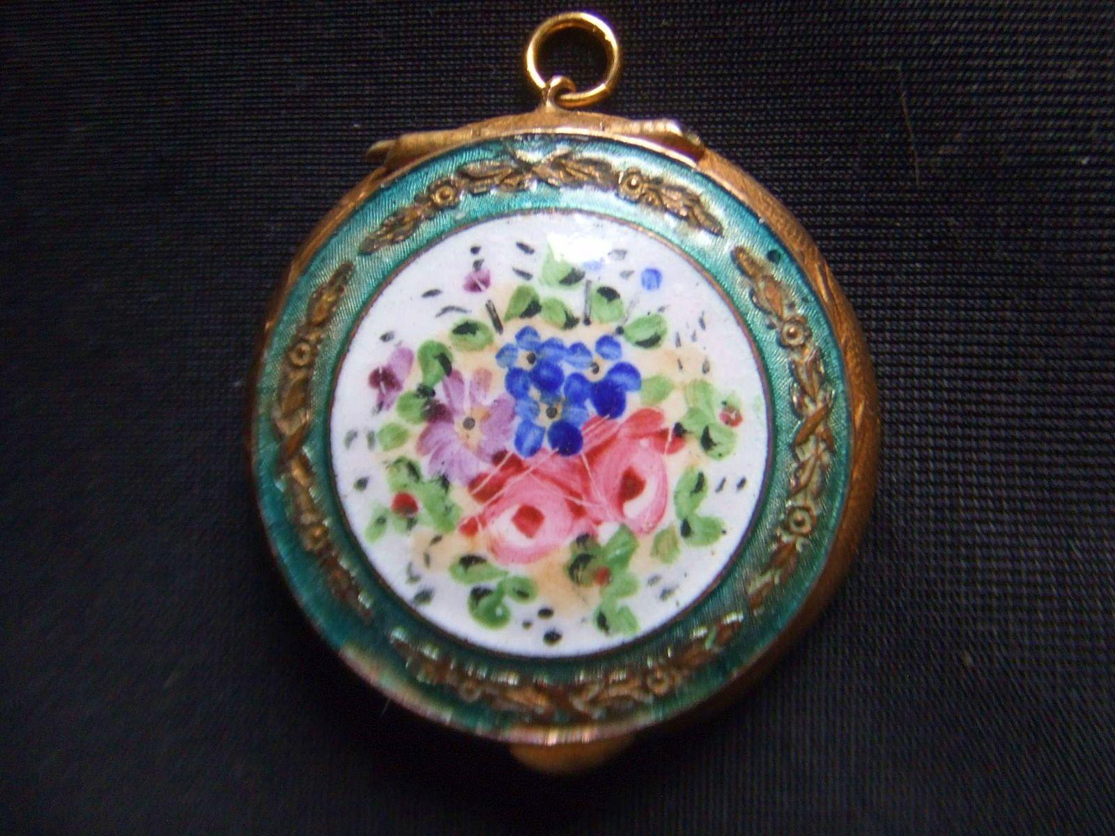 Vends petit poudrier ancien orné d'une miniature