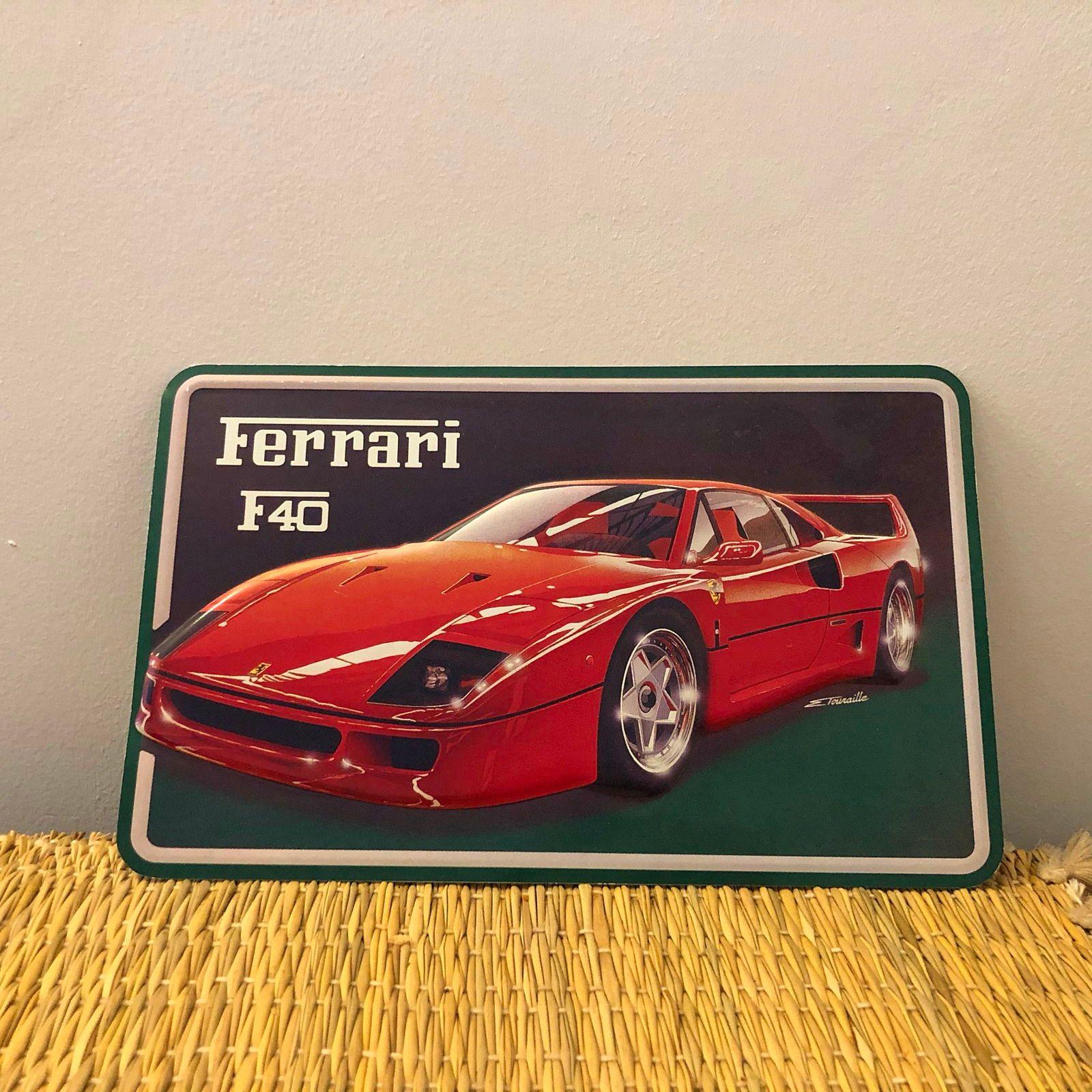 Vends petite plaque en tôle Ferrari typeF40