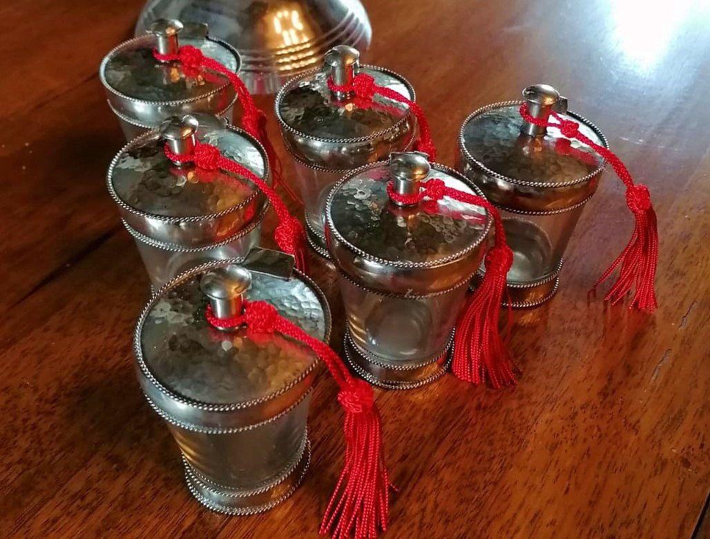 Vends petits pots à épices en verre et métal cerclé