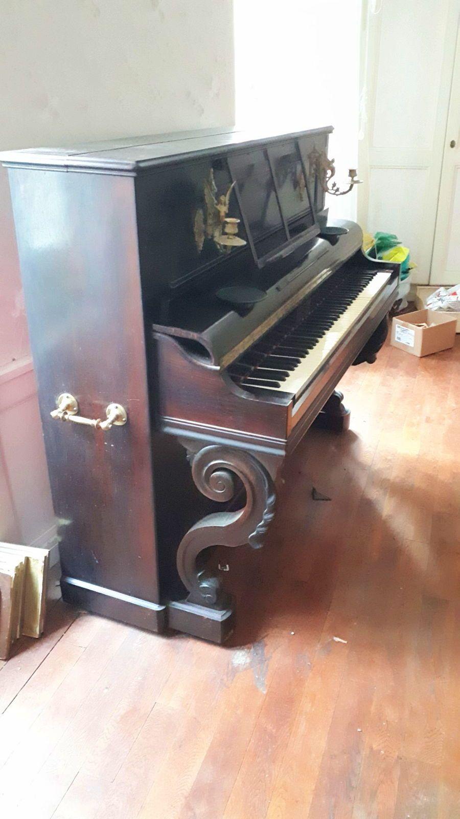 Vends piano droit