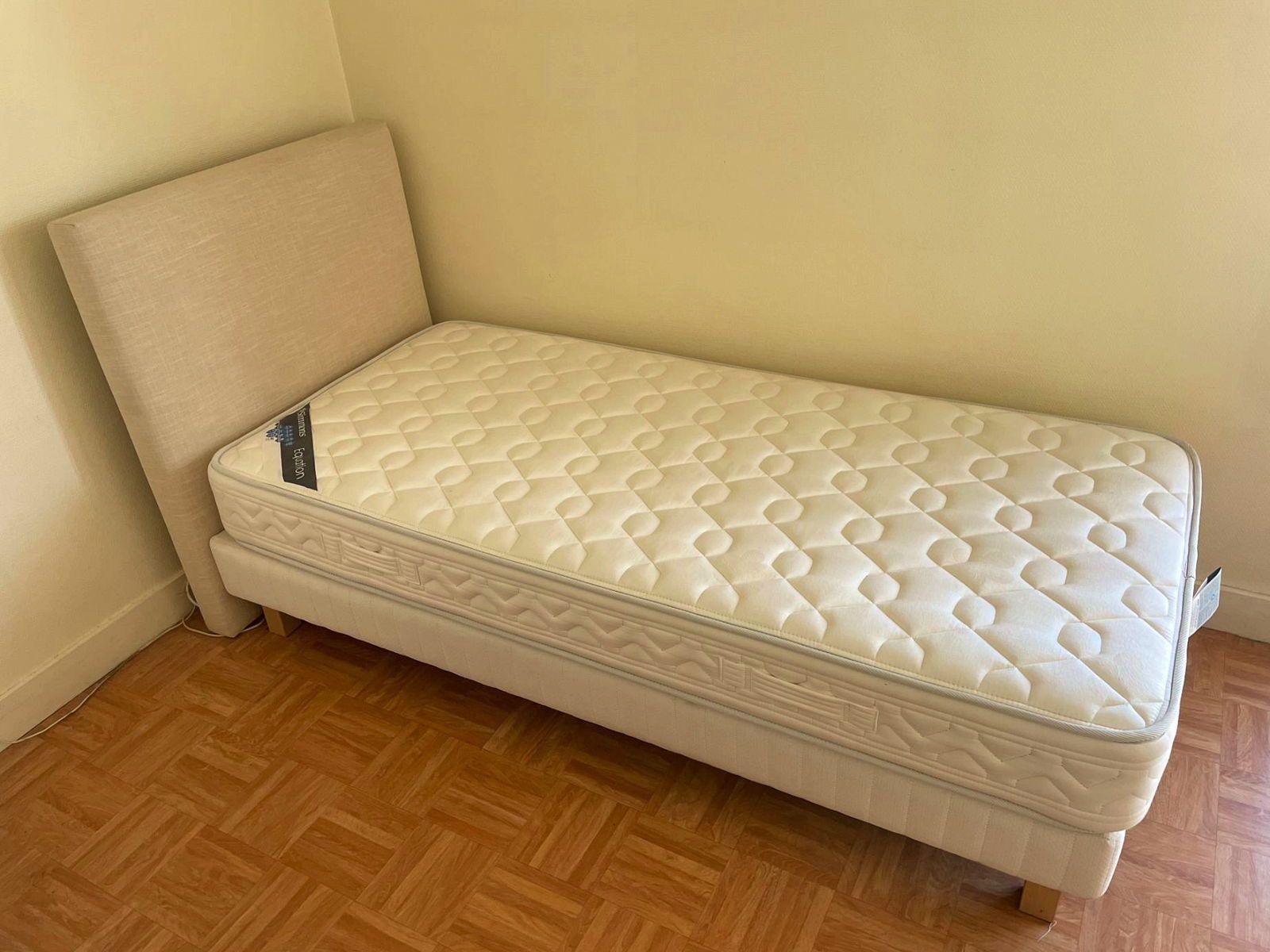 Vends lit une place (matelas Simmons + sommier + tête de lit)