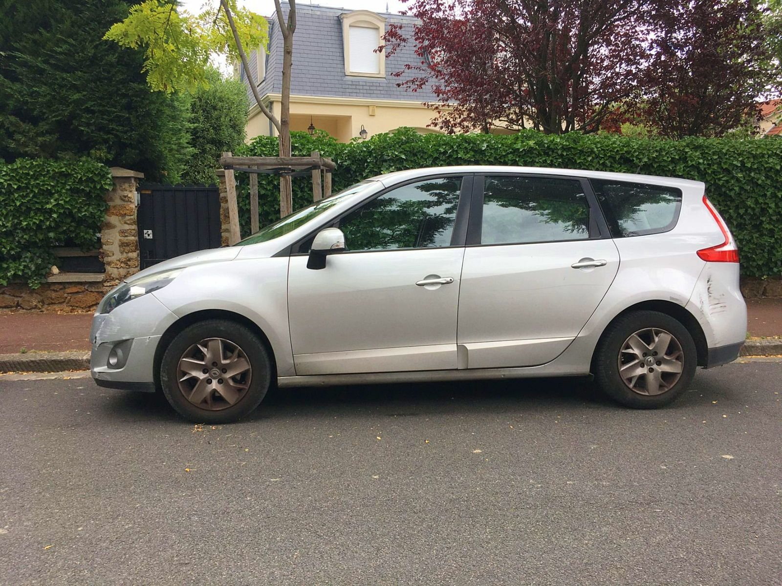 Vends Renault grand Scenic III 1.5 DCI 110 FAP Expression 7 places - 2011, 186000km