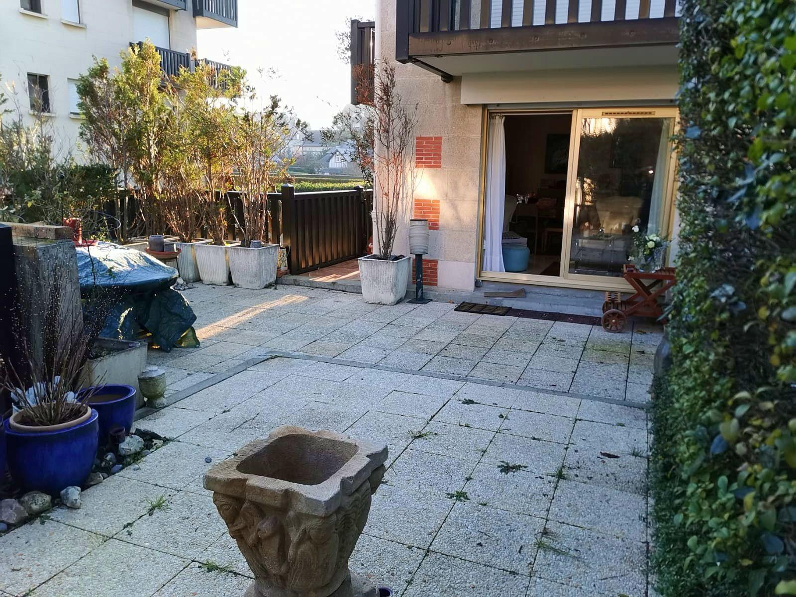 Vends dans résidence standing à 5' de la mer vends rez de jardin 78m²