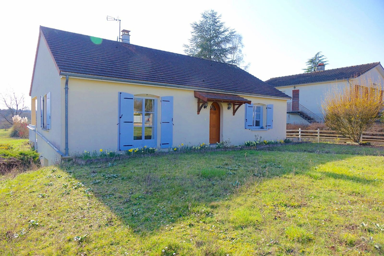 Vends LA ROCHE POSAY. Maison récente avec 3chambres, jardin, garage - 103m²