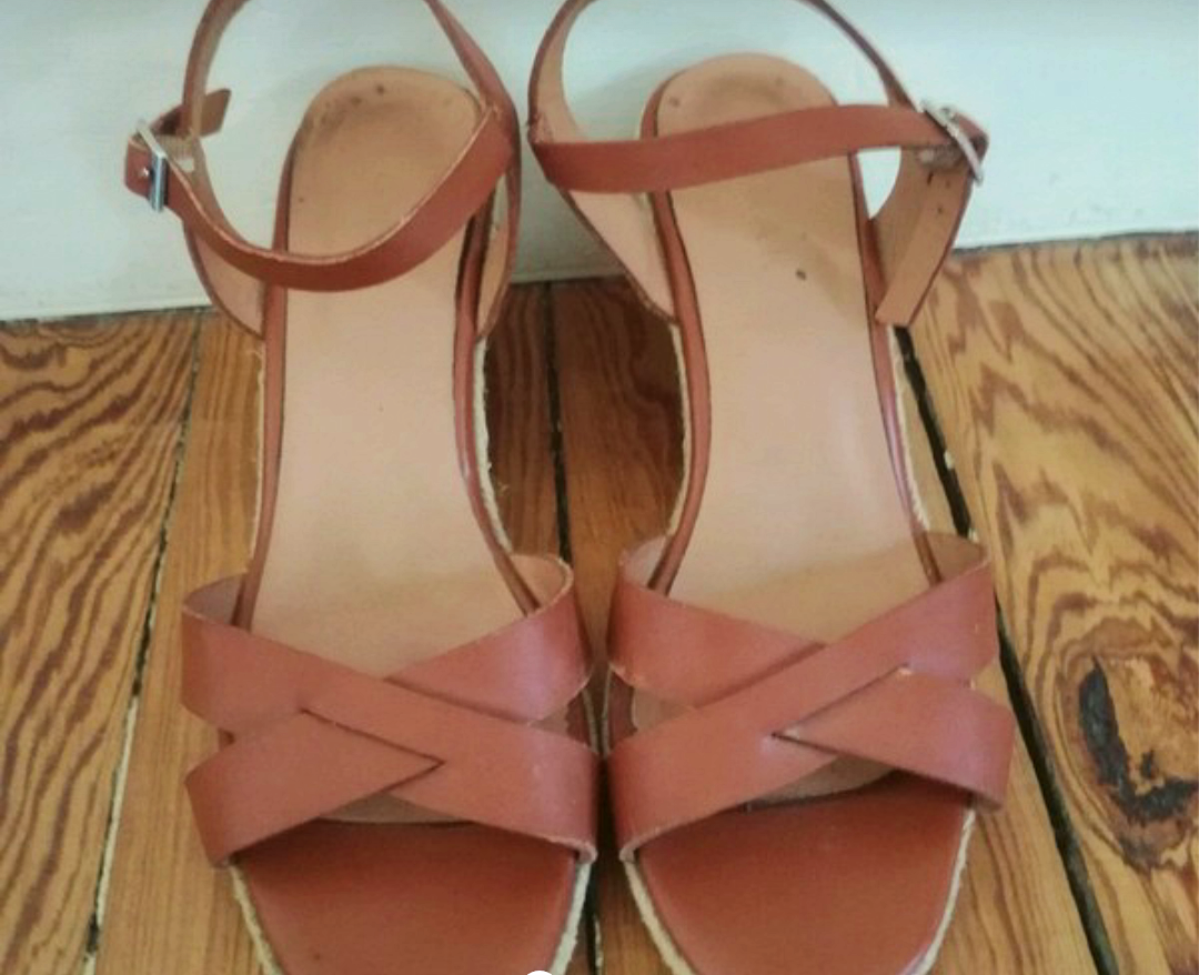 Vends sandales talons taille 38(talons de 6,5cm)