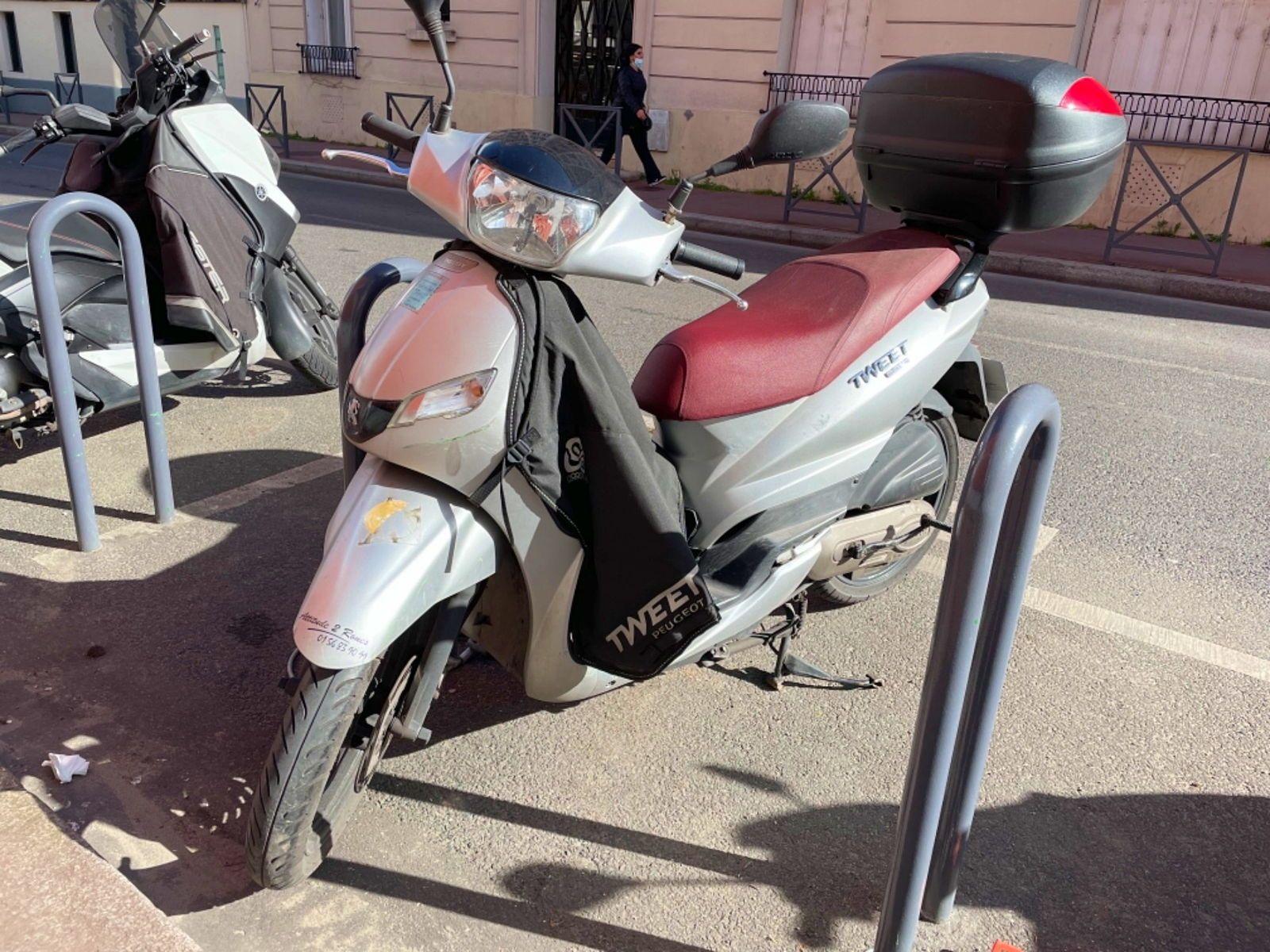 Vends scooter 50cc Peugeot Tweet, 12441km · 2016