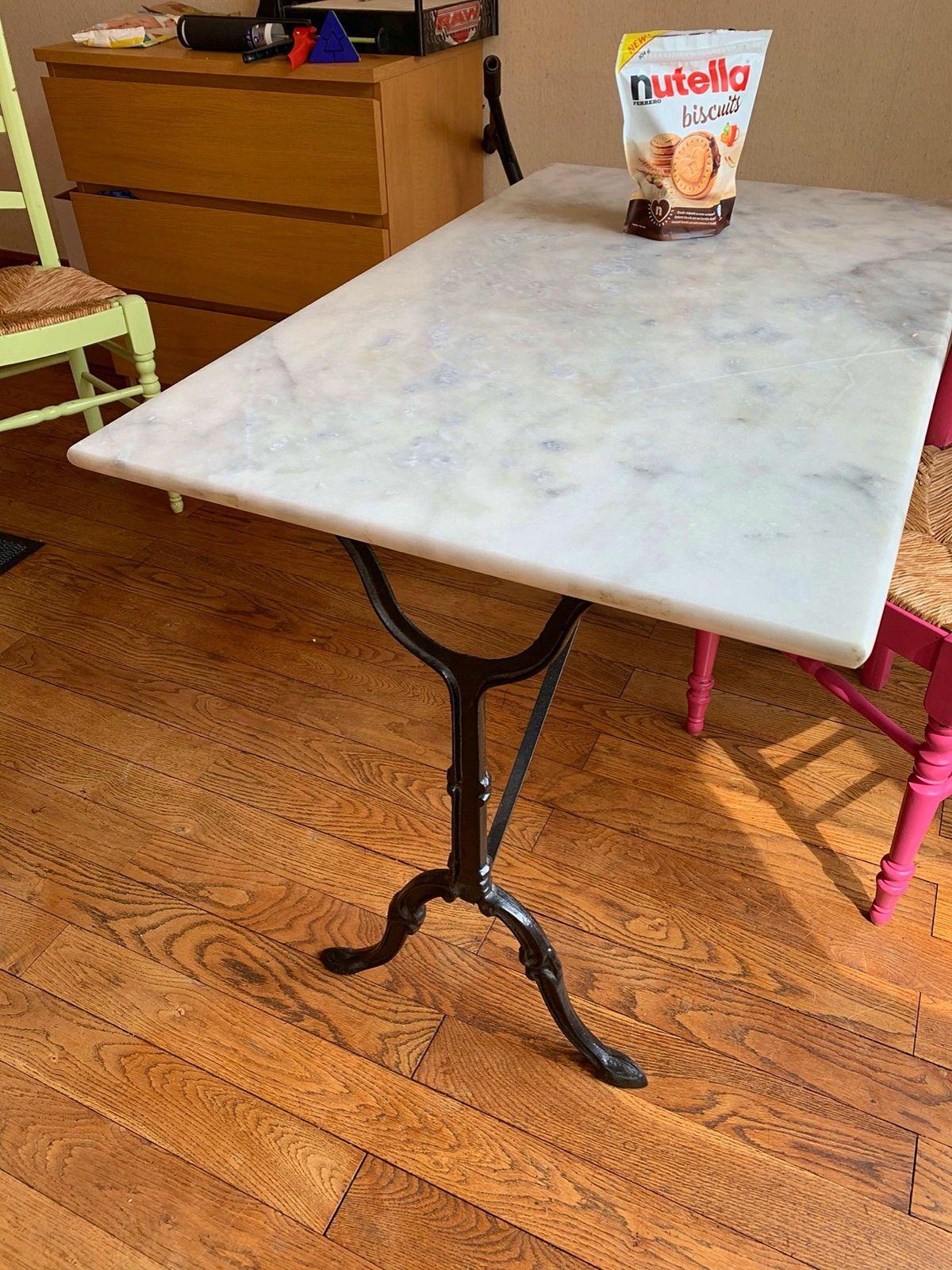 Vends table bistrot en marbre et fer forgé
