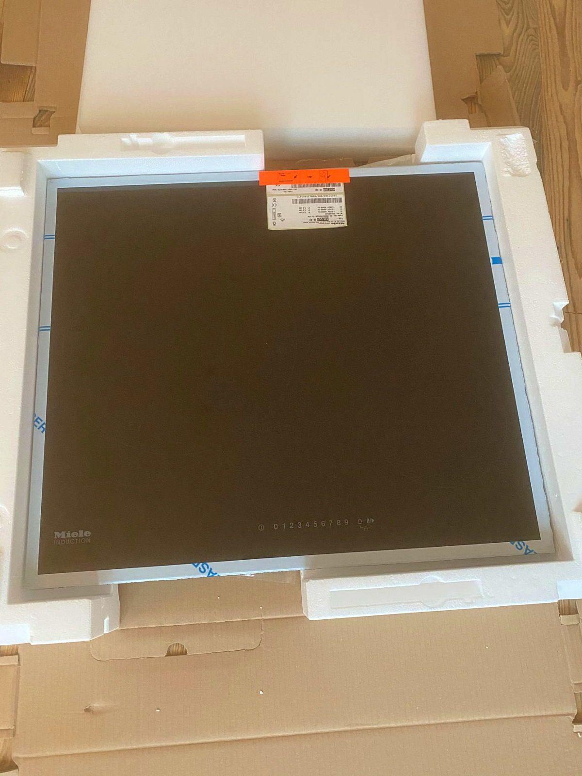 Vends table de cuisson à induction neuve Miele KM7200FR