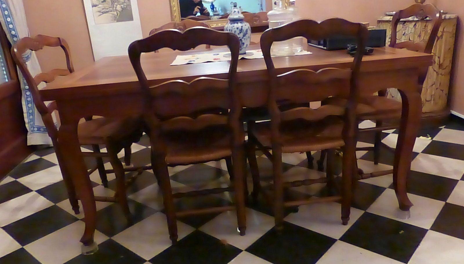 Vends grande table provençale avec rallonges + 6chaises paillées