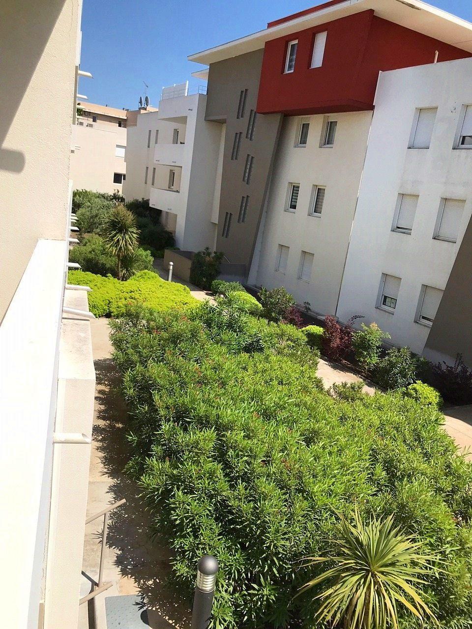 Vends T2avec terrasse et garage - Montpellier Castelnau - 40m²