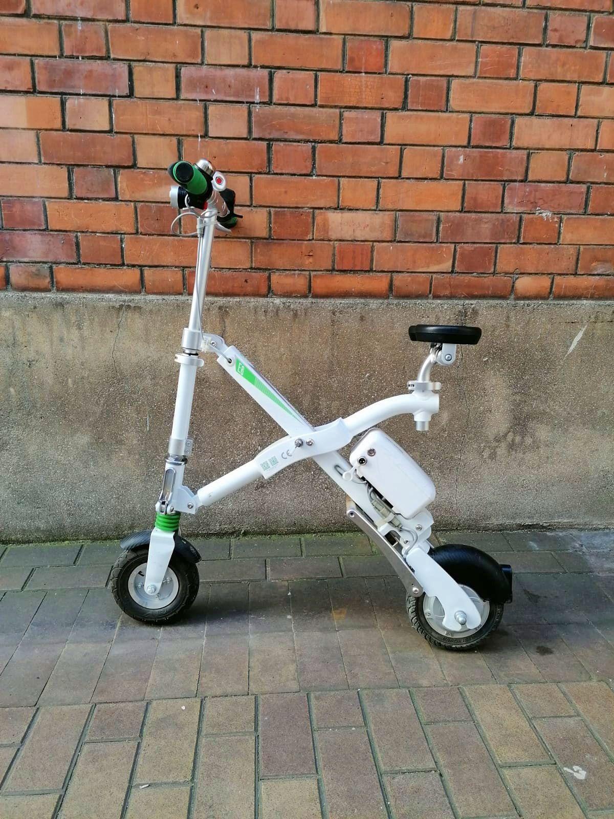 Vends « Urban eScooter » deux-roues électrique compact