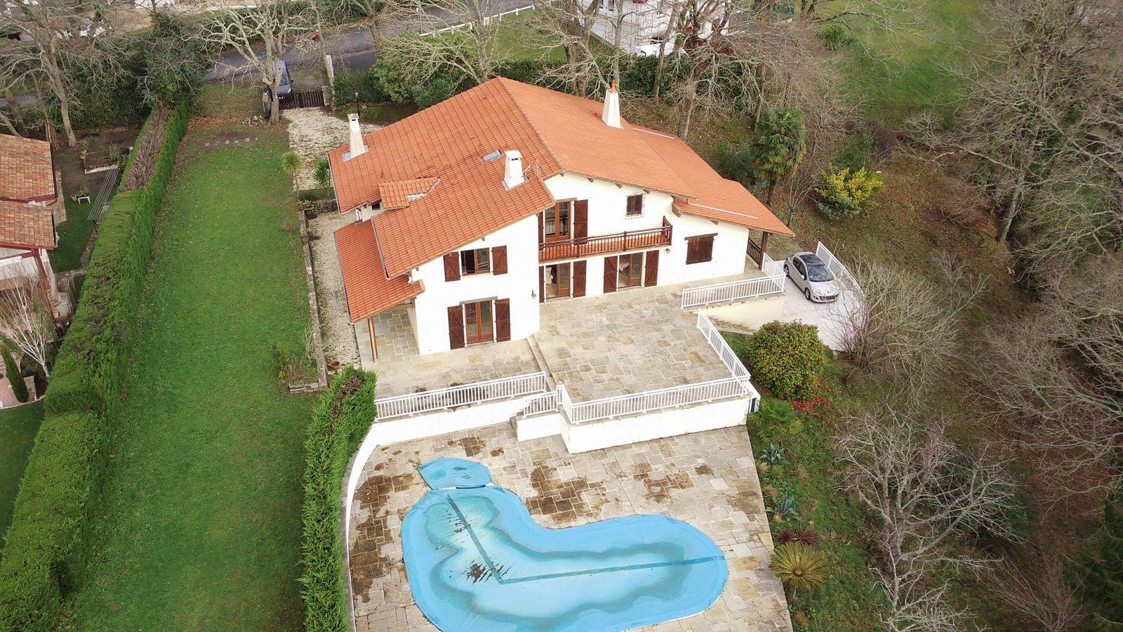 Vends villa 8chambres de 384m² à Arcangues limite Bassussarry