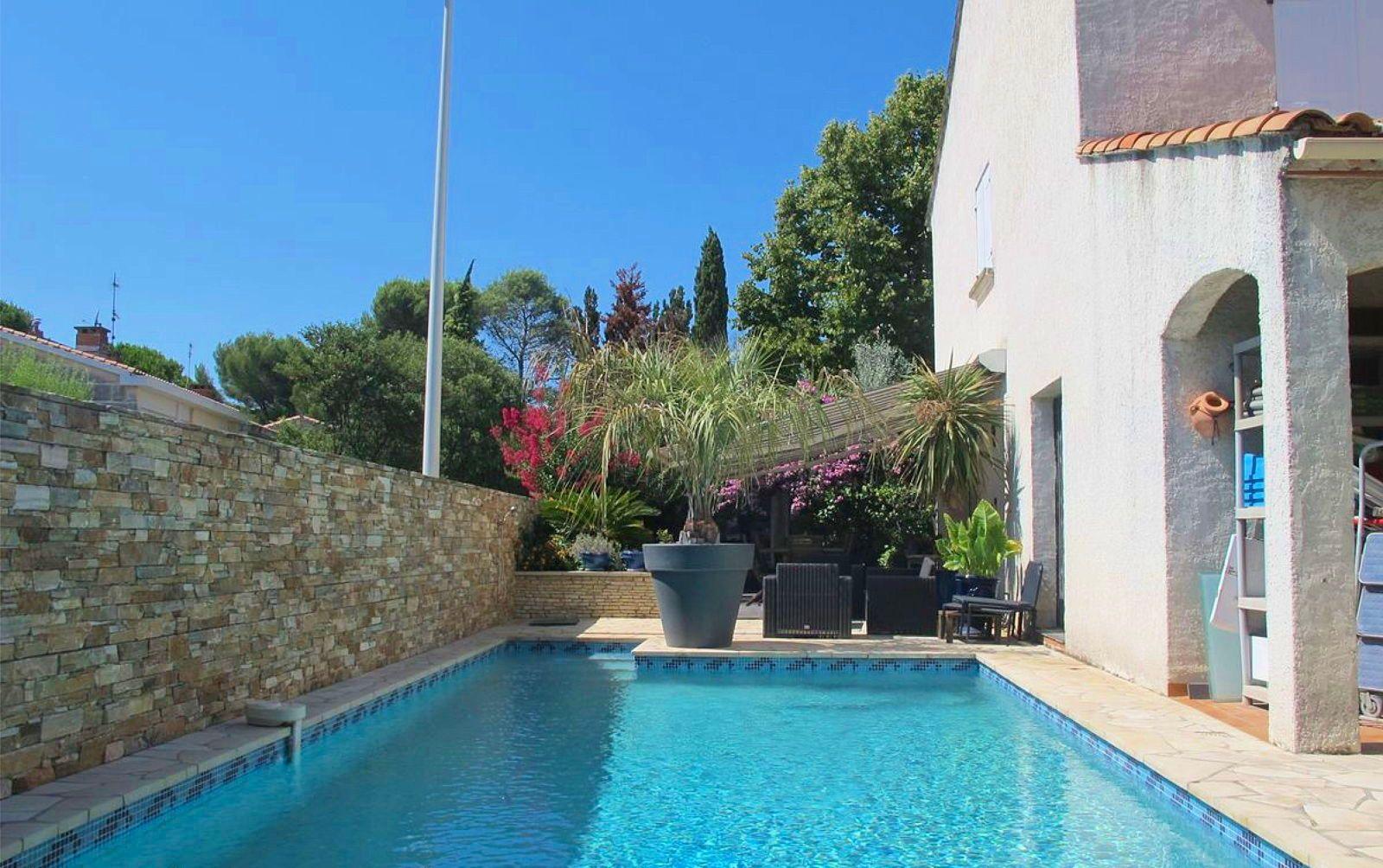 Vends Villa 6chambres avec Piscine quartier Lapeyronie