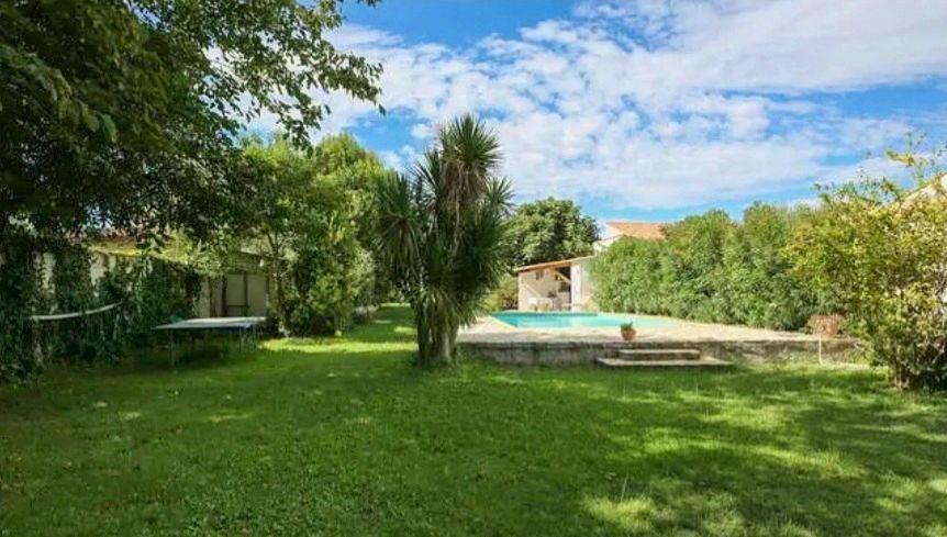 Vends villa de 150m² avec piscine sur 1100m² à 10mn des plages, à Agde - 4chambres