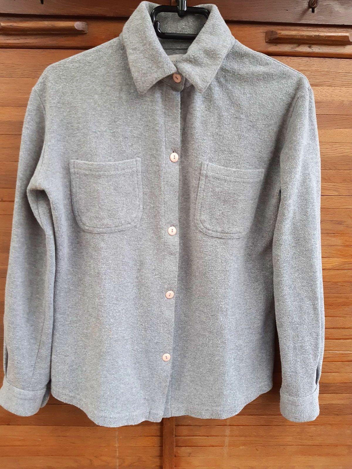"""Veste-chemise """"Pure et simple"""" taille 1grise très bon état"""