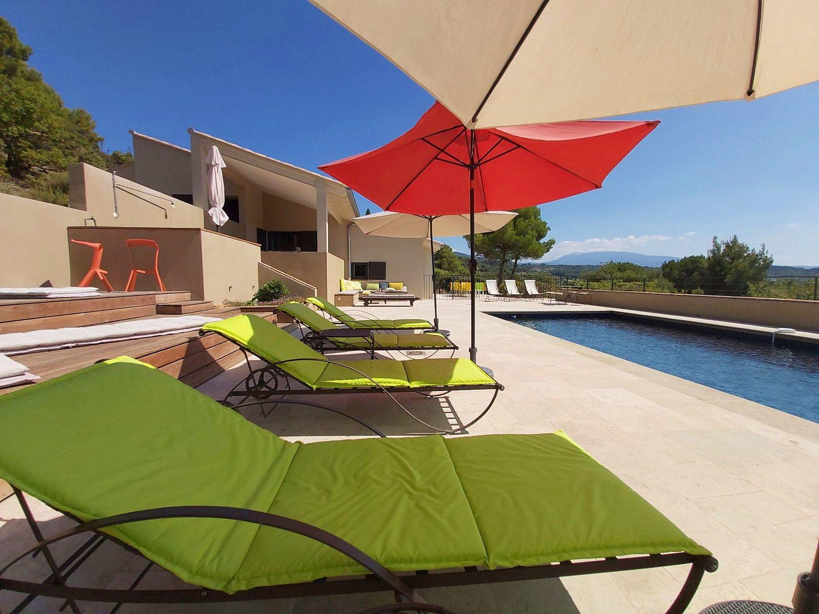 Loue villa moderne vue magnifique piscine, 6chambres, 10/12couchages, Mirabel-aux-Baronnies (26)